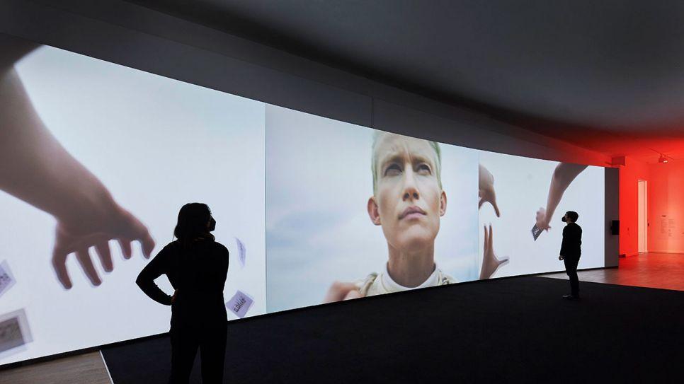 """Ausstellung: Yael Bartana - """"Redemption Now"""""""
