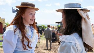 Anne with an E – Amybeth McNulty und Dalila Bela; © Netflix/Courtesy Everett Collection