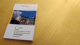 Reichsbürger. Ein Handbuch © demos, Dirk Wiking