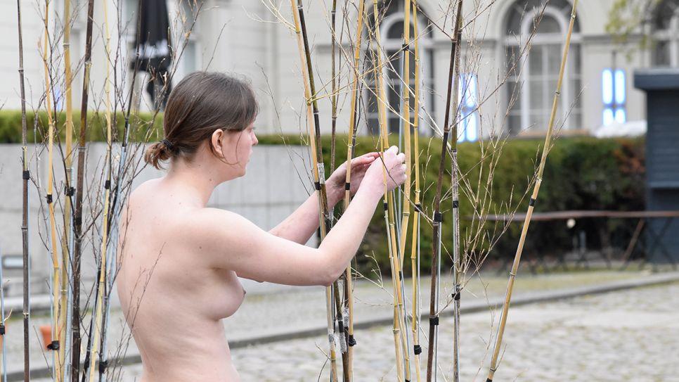 Nackt  Hadnet Tesfai Nina Eichinger