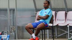 Ronny auf der Bank sitzend (Quelle: imago/Contrast)