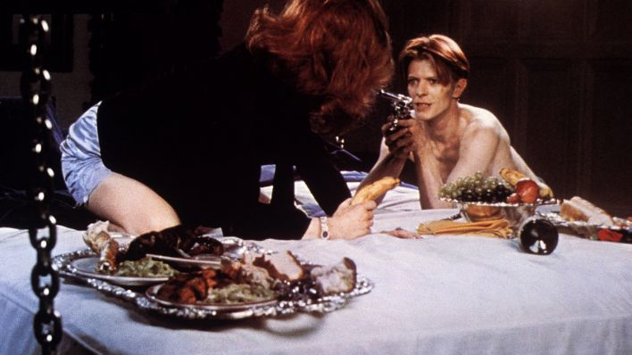 "David Bowie in Nicolas Roegs Film ""The Man Who Fell To Earth"" (Quelle: imago/United Archives)"