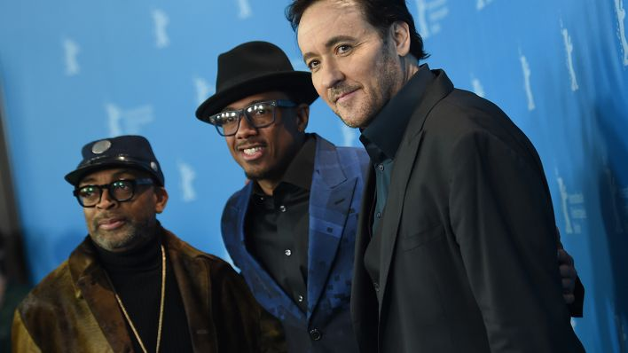 "66. Internationale Filmfestspiele Berlin, 16.02.2016, Fototermin ""Chi-Raq"": Spike Lee (l-r), Nick Cannon und John Cusack. Der Film läuft auf der Berlinale im Wettbewerb (außer Konkurrenz) (Quelle: Britta Pedersen/dpa)"