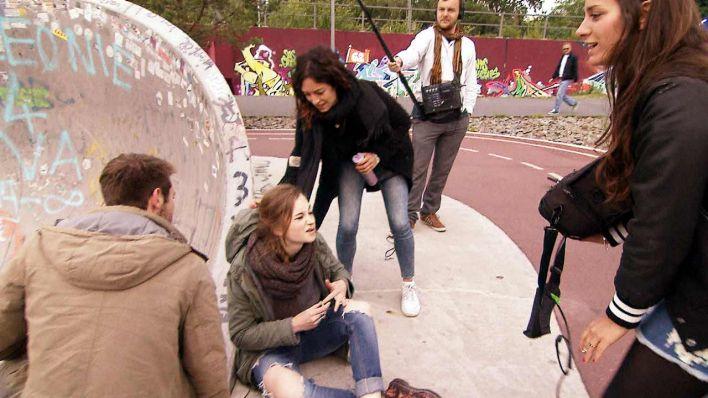 Die erste Kussszene für Mina und Tim steht kurz bevor, Foto: DOKfilm ...