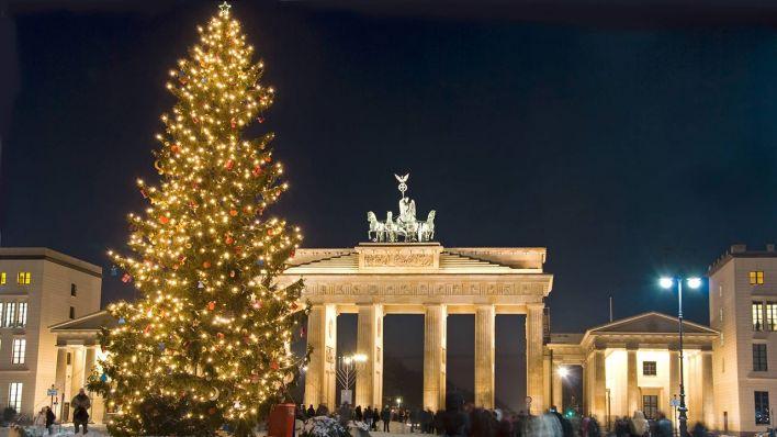 Brandenburger Tor Beleuchtetem Weihnachtsbaum Quelle Imago CHROMORANGE