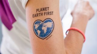 Tattoo Planet Earth First; Quelle: www.der-sache-wegen.de