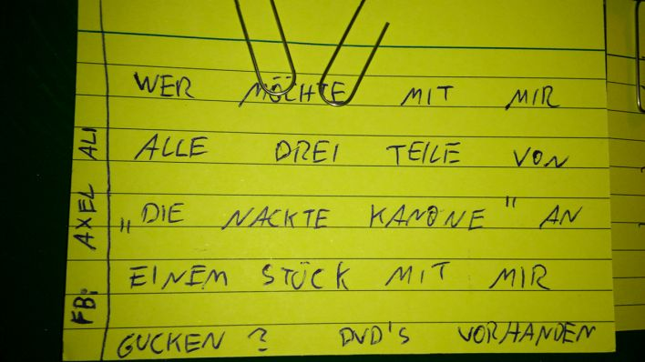 Notes of Berlin - Zettel - Nackte Kanone; Quelle: Notes of Berlin - Filmlab
