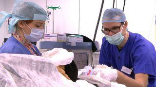 Kornel und seine Frau Eva sind aus Polen nach Cottbus zu kommen, um hier als Ärzte zu arbeiten