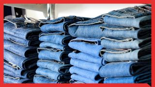 Jeans im Laden (Quelle: Colourbox)