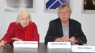 Laura von Wimmersperg und Michael Maercks am 11.04.2017 bei einer Pressekonferenz der Friedenskoordination Berlin, die den Berliner Ostermarsch 2017 organisiert. (Quelle: Robin Avram / rbb)