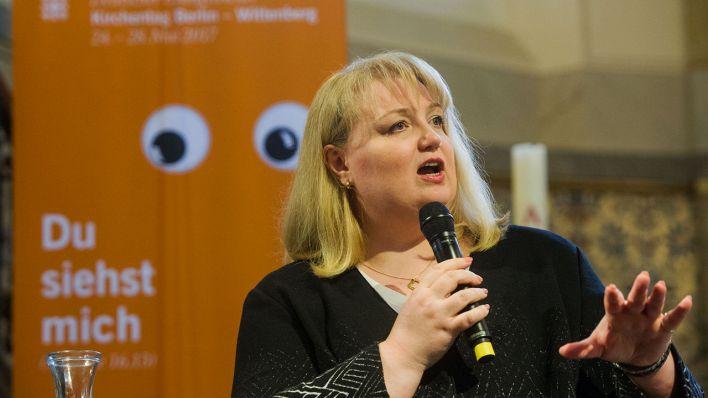 Thumbnail for Kirchentag pfeift AfD-Vertreterin aus
