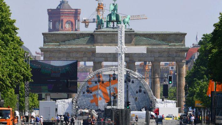 Evangelischer kirchentag obama und merkel drehen das for Papphocker berlin