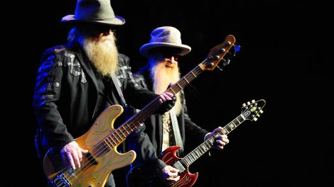 Dusty Hill und Billy Gibbons von ZZ Top bei einem Auftritt am 1. März 2017 in New York (Quelle: imago/ZUMA Press)