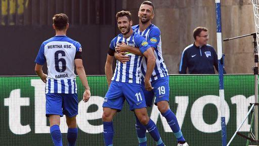 Leckie freut sich über das 2:0 für Hertha gegen Stuttgart (Quelle: Maurizio Gambarini/dpa)