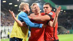 Weiser jubelt gemeinsam mit Hertha-Spielern über sein Tor gegen Rostock
