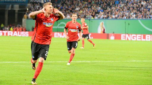 Mitchell Weiser (Hertha BSC) jubelt am 14.08.2017 über ein Tor (Quelle: imago/Jan Hübner)