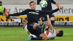 Ein Eigentor von Herthas Niklas Stark (vorn) entschied am 13.01.2018 die Partie gegen den VfB Stuttgart. (Quelle: dpa/Marijan Murat)