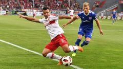 Andrej Startsev von Energie Cottbus (v.l.) kämpft am 08.08.2018 gegen Max Dombrowka von Unterhaching (Quelle: imago/Matthias Koch)