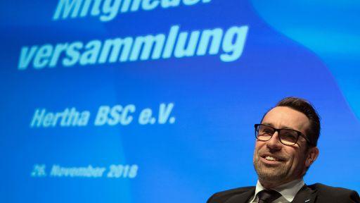 Michael Preetz, Manager von Hertha BSC, kommt zur Hertha-Mitgliederversammlung am 26.11.2018. (Quelle: dpa/Soeren Stache9