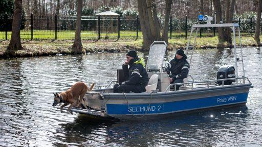 Spürhunde suchen am 18.03.2019 nach der vermissten Rebecca (Quelle: imago/Olaf Selchow). | imago/Olaf Selchow