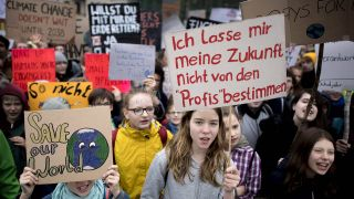 "Schülerinnen bei einer ""Fridays for Future""-Demo am 5. April 2019 in Berlin (Quelle: imago/Stefan Boness/Ipon)"