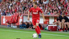 Cottbus-Spieler Axel Borgmann am Ball (Quelle: imago images / Steffen Beyer)