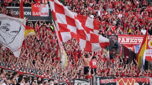 Union Berlin Fans beim Relegations-Hinspiel gegen Stuttgart (Quelle: imago/Ulmer)