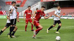 Energie-Spieler Moritz Broschinski am Ball (Quelle: imago images / Steffen Beyer)