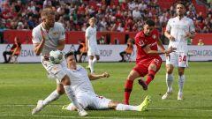 Lucas Alario erzielt das 2:0 für Bayer Leverkusen. Quelle: imago images/Contrast