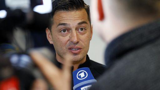 Hertha-Trainer Ante Covic gibt ein Interview. Bild: imago/Metodi Popow