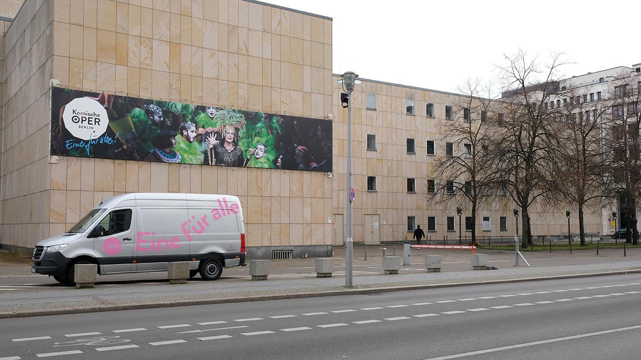 Blick auf die Komische Oper Berlin von der Glinkastraße am 21.11.2020. (Quelle: rbb|24/Caroline Winkler)