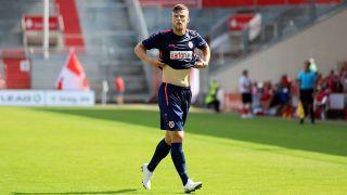 Ibrahim Hajtic von Energie Cottbus steht am 04.08.1019 auf dem Spielfeld (Quelle: imago images/Steffen Beyer)