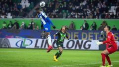 Dodi Lukebakio trifft per Kopf zum 2:1-Siegtor gegen Wolfsburg (Quelle: imago images/Camera 4)