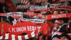 Fans von Union Berlin im Stadion an der Alten Försterei. / imago images/Camera 4