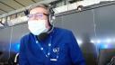Radioreporter Jakob Rüger kommentiert von der ribüne des Berliner Olympiastadions. (Quelle: rbb)
