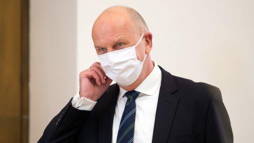Dietmar Woidke (SPD), Ministerpräsident von Brandenburg mit Mundschutz (Quelle: dpa/Soeren Stache) | dpa/Soeren Stache