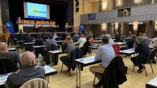 Zentralversammlung BVB Freie Wähler in Neuruppin. Auf der Bühne Peter Vida. (Quelle: rbb/M. Woller)