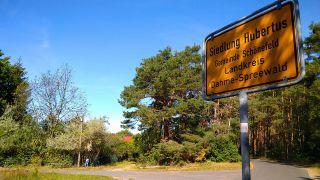 Ortseingangsschild zur Siedlung Hubertus (Quelle: rbb/Stefanie Brockhausen)
