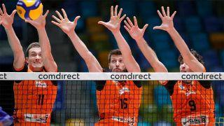 Spieler der BR Volleys verteidigen im Block am Netz/imago images/Marcel Lorenz