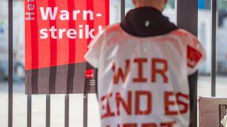 Warnstreiks im öffentlichen Dienst (Quelle: imago images/Christoph Reichwein)