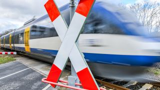Symbolbild: 12.03.2019, Brandenburg, Trebnitz: Die «Oderlandbahn», ein Zug der Niederbarnimer Eisenbahn (NEB), fährt durch den Ort Trebnitz im Landkreis Märkisch-Oderland. (Quelle: dpa/Pleul)