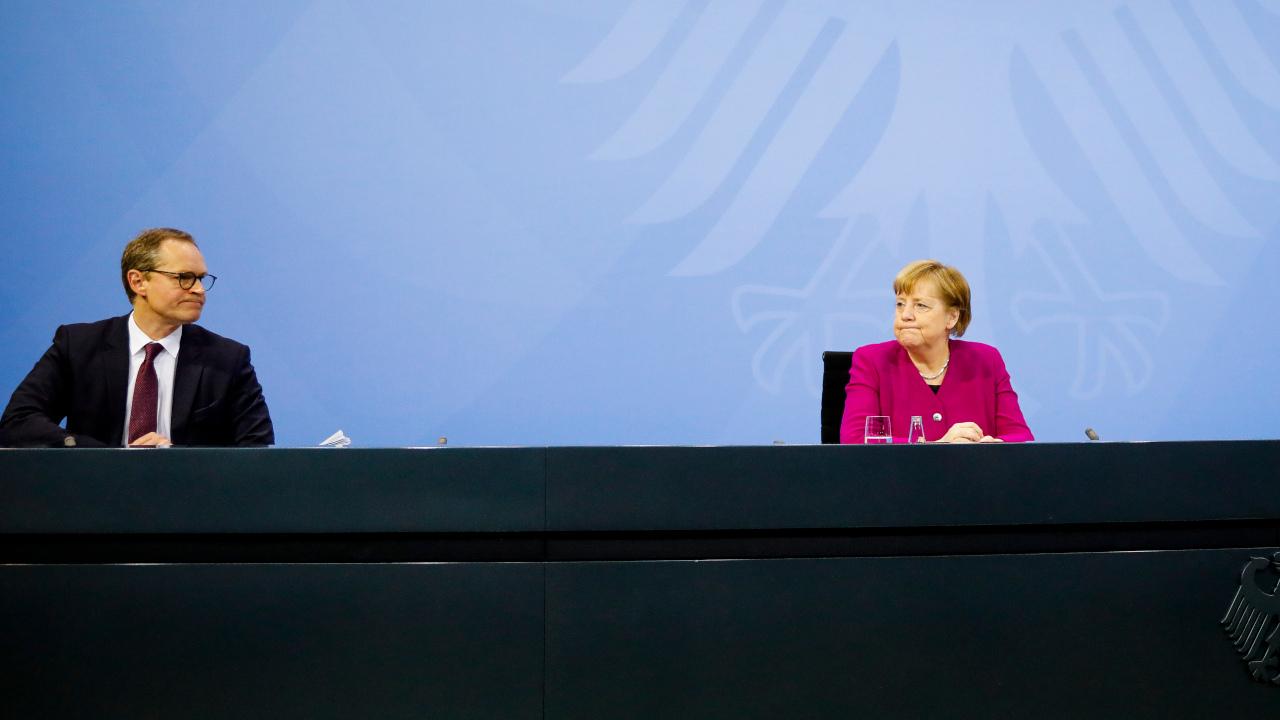 Bundeskanzlerin Angela Merkel (CDU) und Michael Müller (SPD), Regierender Bürgermeister von Berlin (Quelle: dpa/Markus Schreiber)