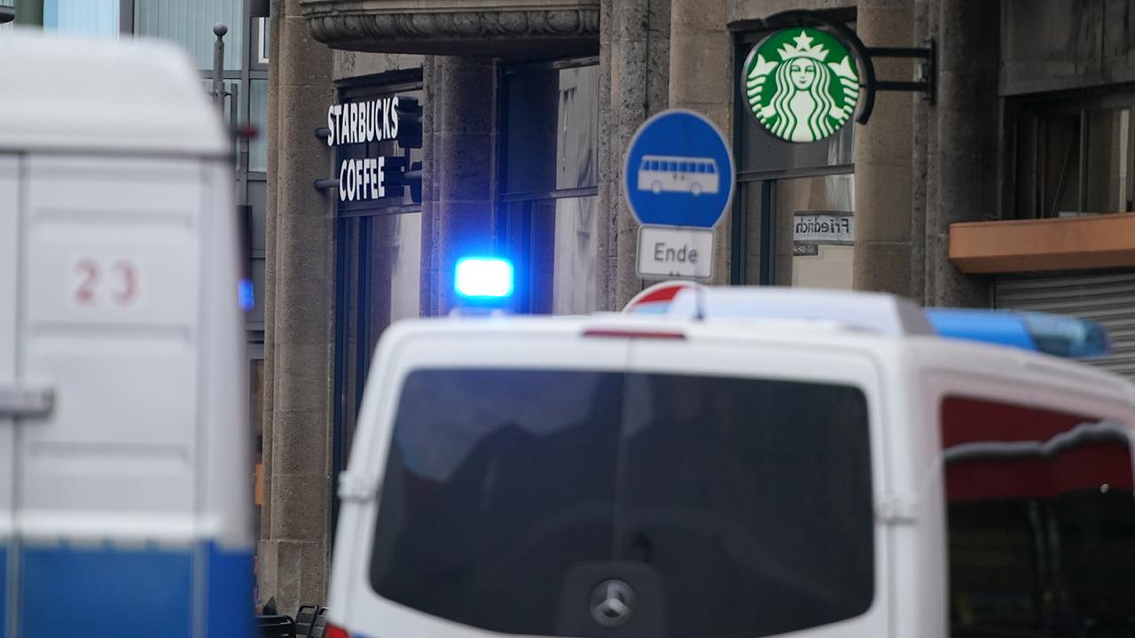 Polizeieinsatz in der Berliner Kochstraße (Quelle: dpa/Nietfeld)