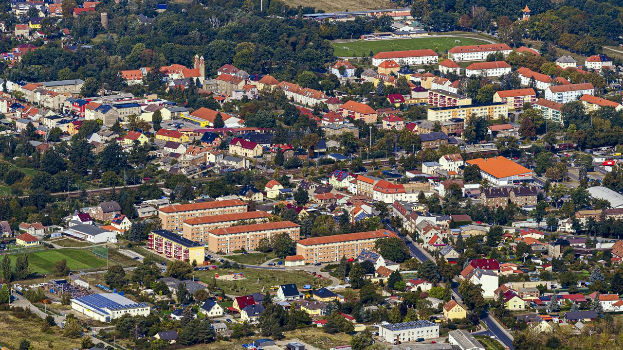 Die Bahnlinie Berlin - Halle führt quer durch die Stadt Trebbin im Landkreis Teltow-Fläming. (Quelle: dpa)