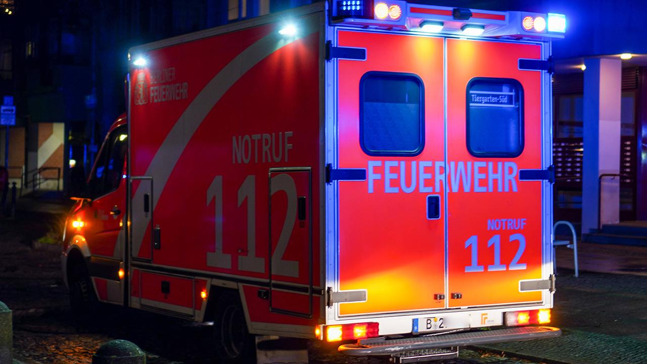 Rettungswagen der Berliner Feuerwehr (Quelle: imago images/Reuhl)