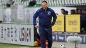 Hertha-Coach Pal Dardai grinsend an der Seitenlinie