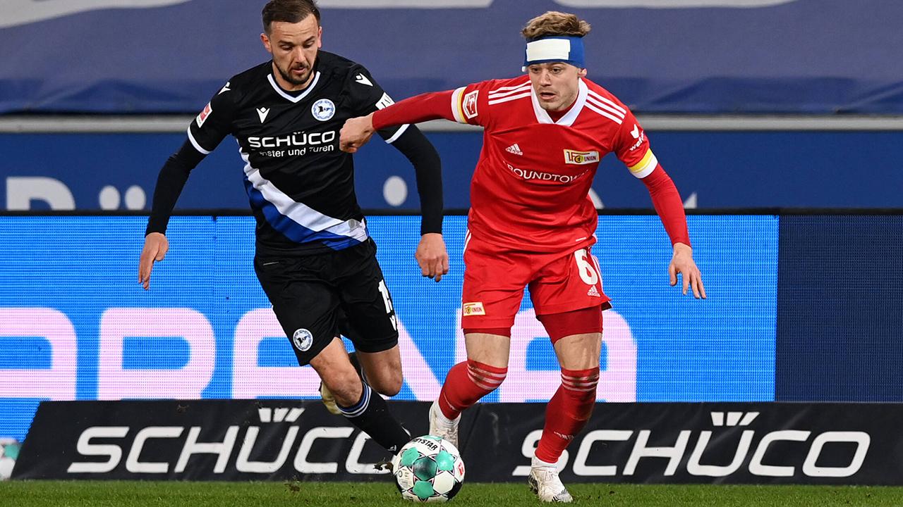 Julian Ryerson (r.) gegen Arminia Bielefeld (imago images/Matthias Koch)