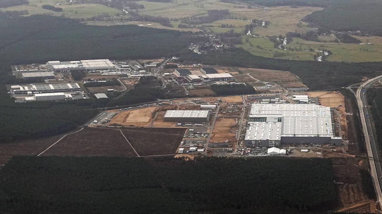 Baustelle der Tesla Gigafactory Berlin-Brandenburg am 28.03.2021. (Quelle: imago images/Frank Sorge)