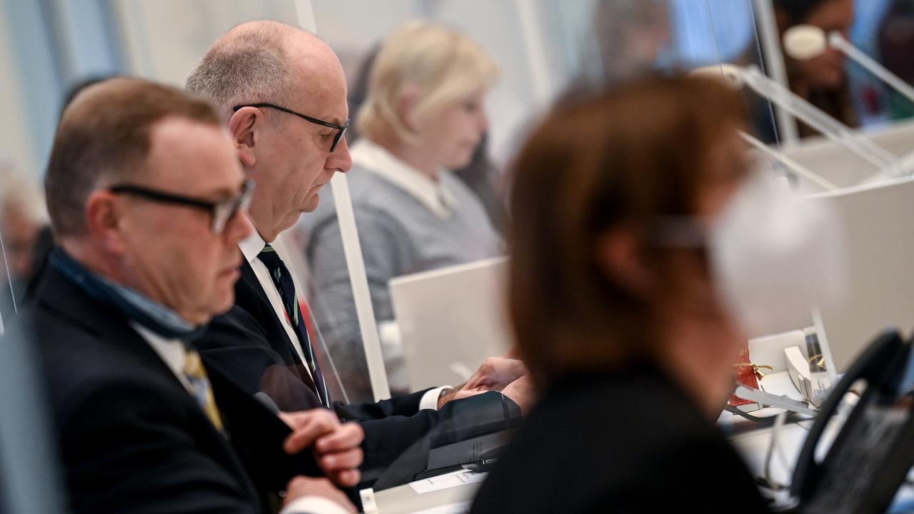 Dietmar Woidke ( SPD. m), Ministerpräsident von Brandenburg, und Michael Stübgen (CDU), Minister des Innern und für Kommunales, und Ursula Nonnemacher (Bündnis 90/Die Grünen) (Quelle: dpa/Britta Pedersen)