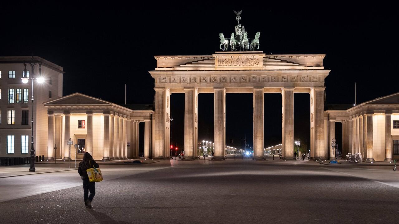 Brandenburger Tor am Abend des 25. April 2021 (Bild: imago images/Stefan Zeitz)
